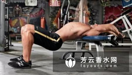 哑铃飞鸟动作要领 练哪里的肌肉